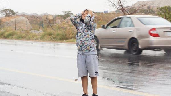 مطر .. وأطفال.. وشباب