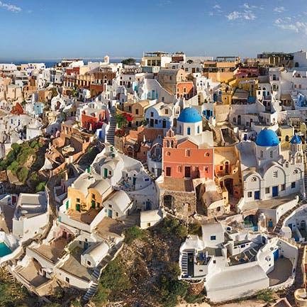 جزيرة يونانية تستعد لعودة السياحة بشواطئ غريبة