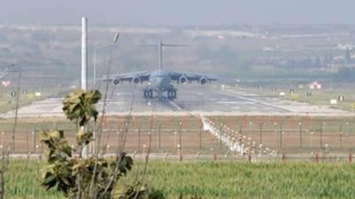 طائرة اميركية في قاعدة انجرليك التركية في تركيا