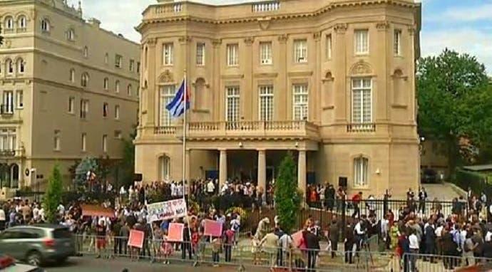 في 20 يوليو الماضي أعادت كوبا فتح سفارتها في مبنى جميل بنته قبل 98 سنة لبعثتها الدبلوماسية في واشنطن