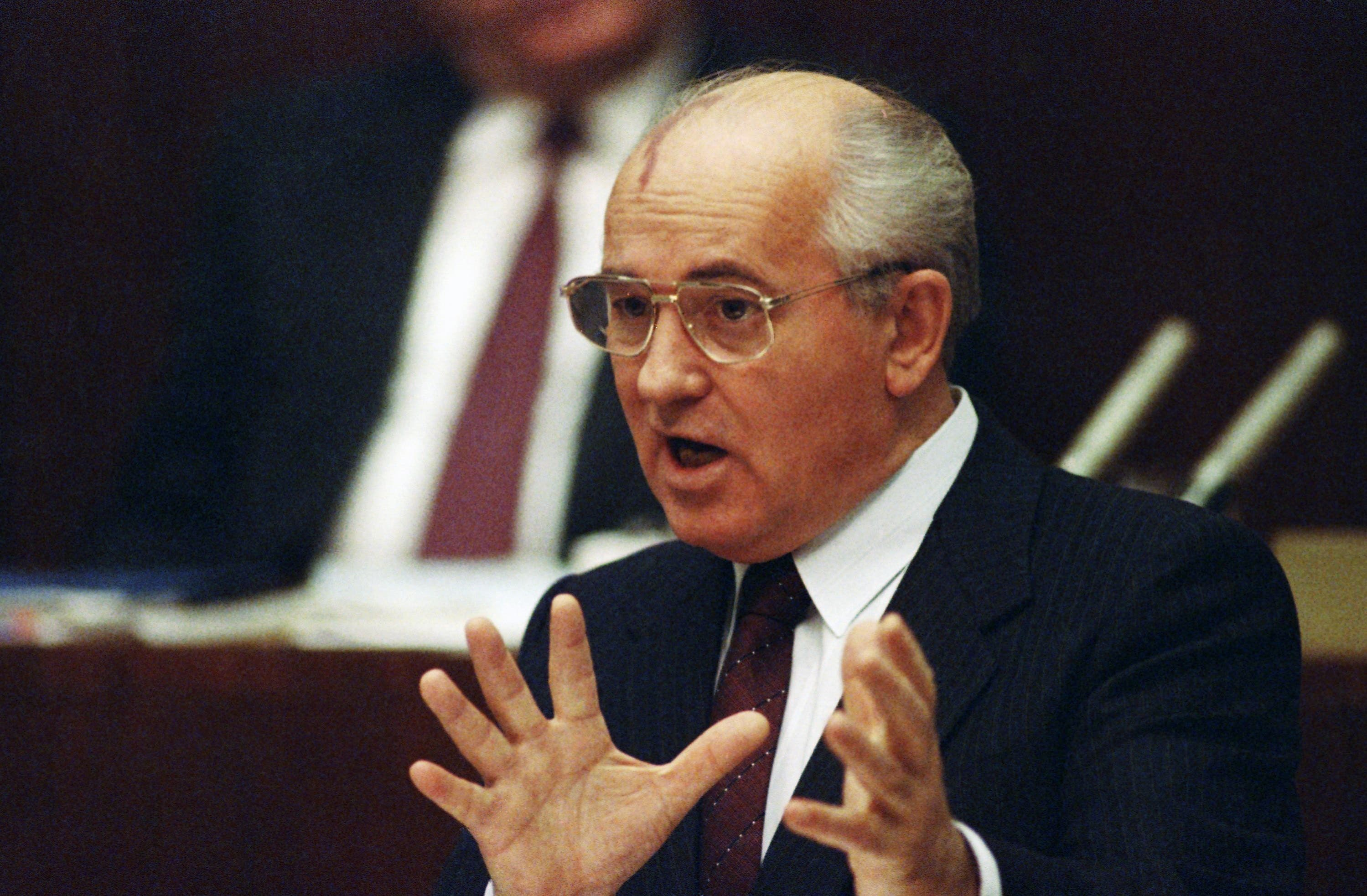Soviet President Mikhail S. Gorbachev went before the Supreme Soviet parliament in Moscow, Nov. 26, 1990 to discuss his recent trip to the CSCE summit in Paris. Answering questions from lawmakers, he warned Saddam Hussein that Iraq cannot break the unity of those nations allied against Baghdad's aggression in the Gulf. (File photo: AP)