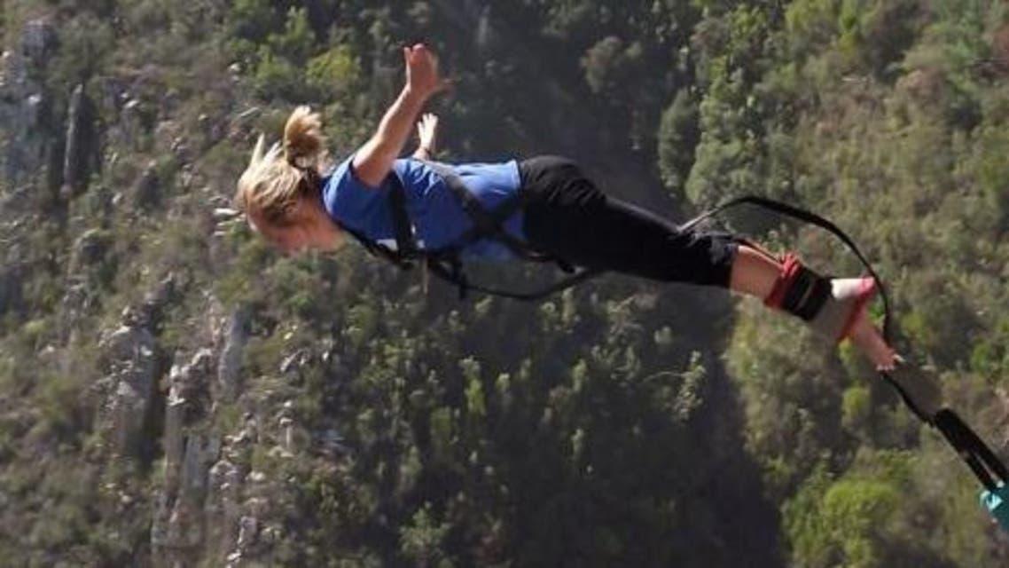 القفز بحبل مطاط