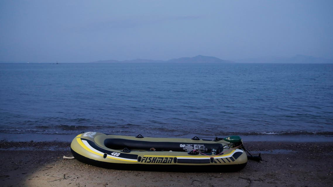 An abandoned rubber dinghy is left abandoned on the beach by migrants, following a failed attempt to cross from near the coastal town of Bodrum, Turkey, to the Greek island of Kos, Sunday, Aug. 16, 2015. (File photo: AP)