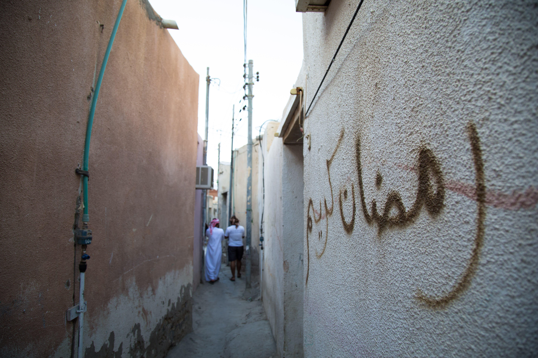 Ali Al Kumzari and Noufal Al Kumzari walk through Kumar's narrow alleys. (Amanda Fisher/Al Arabiya News)