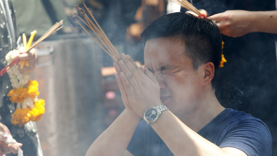 A man prays at the Erawan shrine, the site of Monday's deadly blast, in central Bangkok, Thailand, August 20, 2015. International terrorists were not suspected of the bomb attack in Bangkok this week that killed 20 people and China was not the target, Thai authorities said on Thursday, as police said they believed at least 10 plotters were involved. REUTERS/Kerek Wongsa