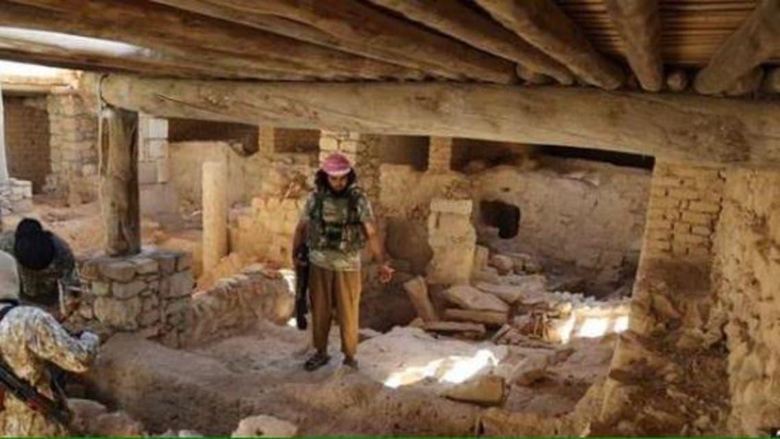 أحد عناصر داعش داخل الدير
