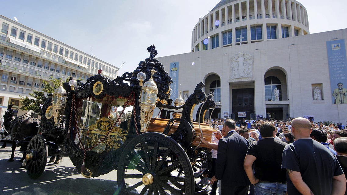 An ornate hearse pulled by six, black-plumed horses, carries the body of Vittorio Casamonica to a Roman Catholic basilica in the Rome suburbs, where the funeral mass was celebrated, August 20, 2015.  (Reuters)
