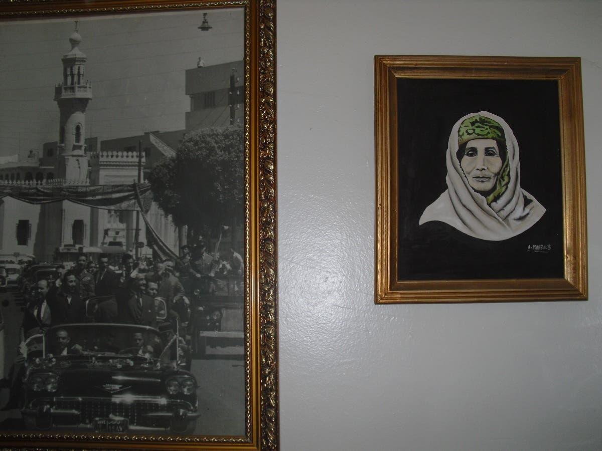 صورة والدة الرئيس الجزائري وصورة أخرى مع الرئيس المصري جمال عبد الناصر