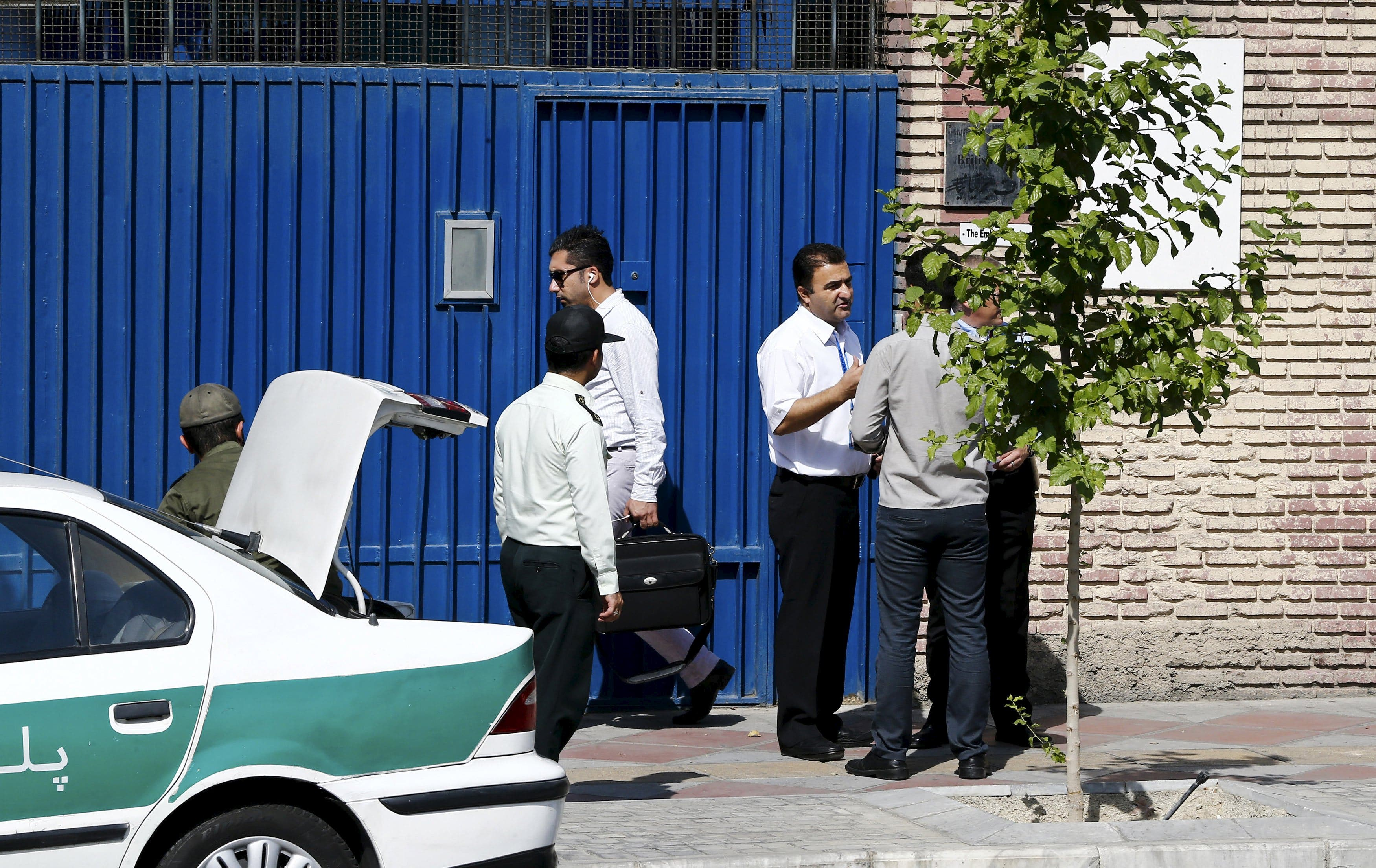Policemen and security guards stand in front of the British Embassy in Tehran August 23, 2015. (Reuters)
