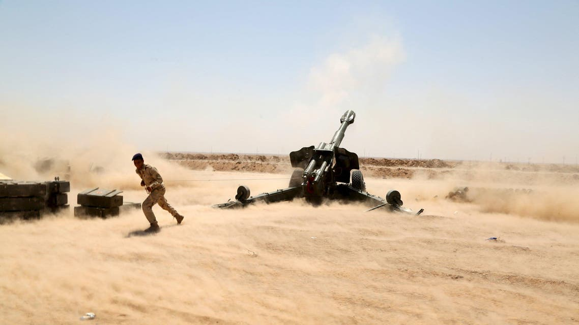 Iraqi security forces fire artillery during clashes with ISIS militants on the outskirts of Anbar province, Iraq August 22, 2015. (Reuters)