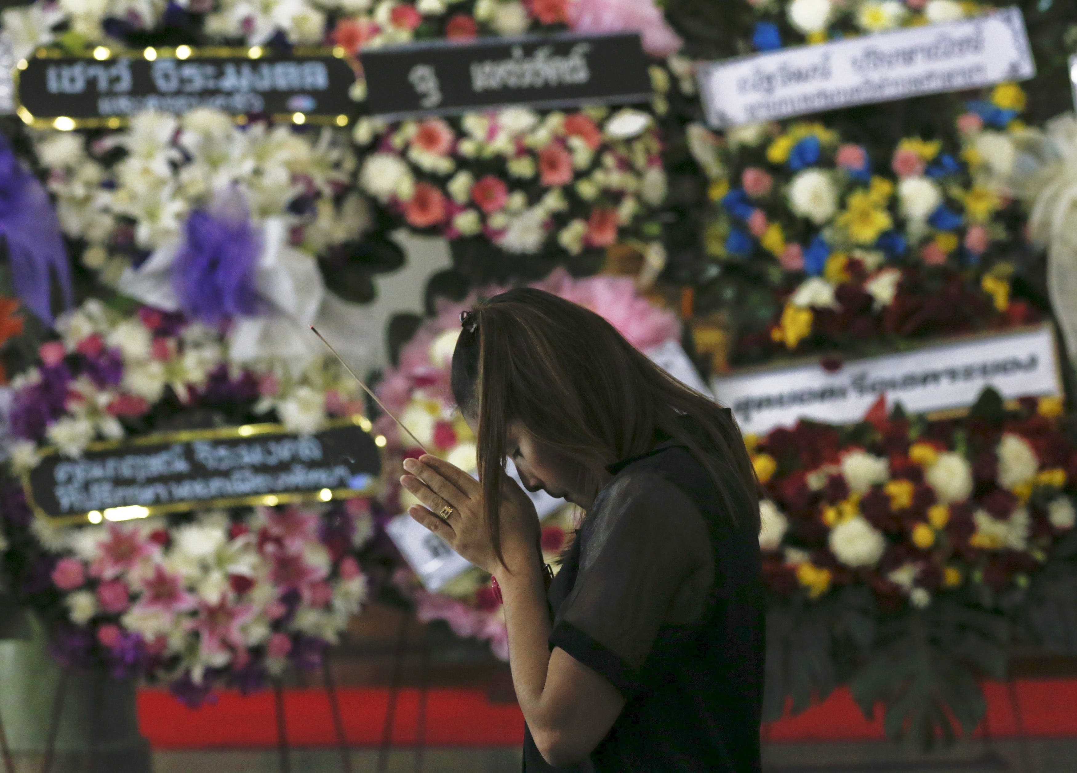 Mourning Bangkok bomb victims