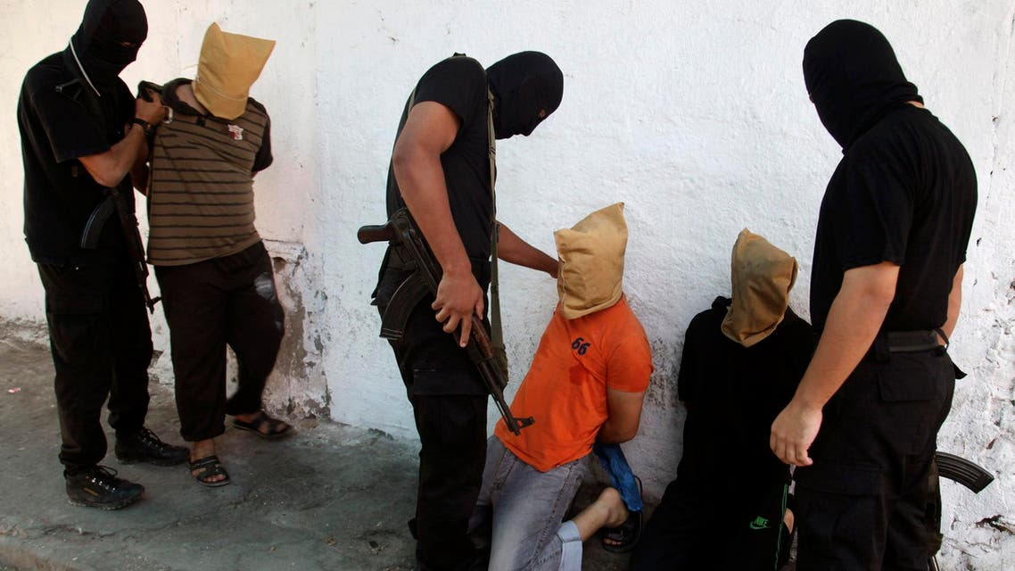 Hamas militants grab Palestinians suspected of collaborating with Israel, before executing them in Gaza City August 22, 2014. (File photo: Reuters)
