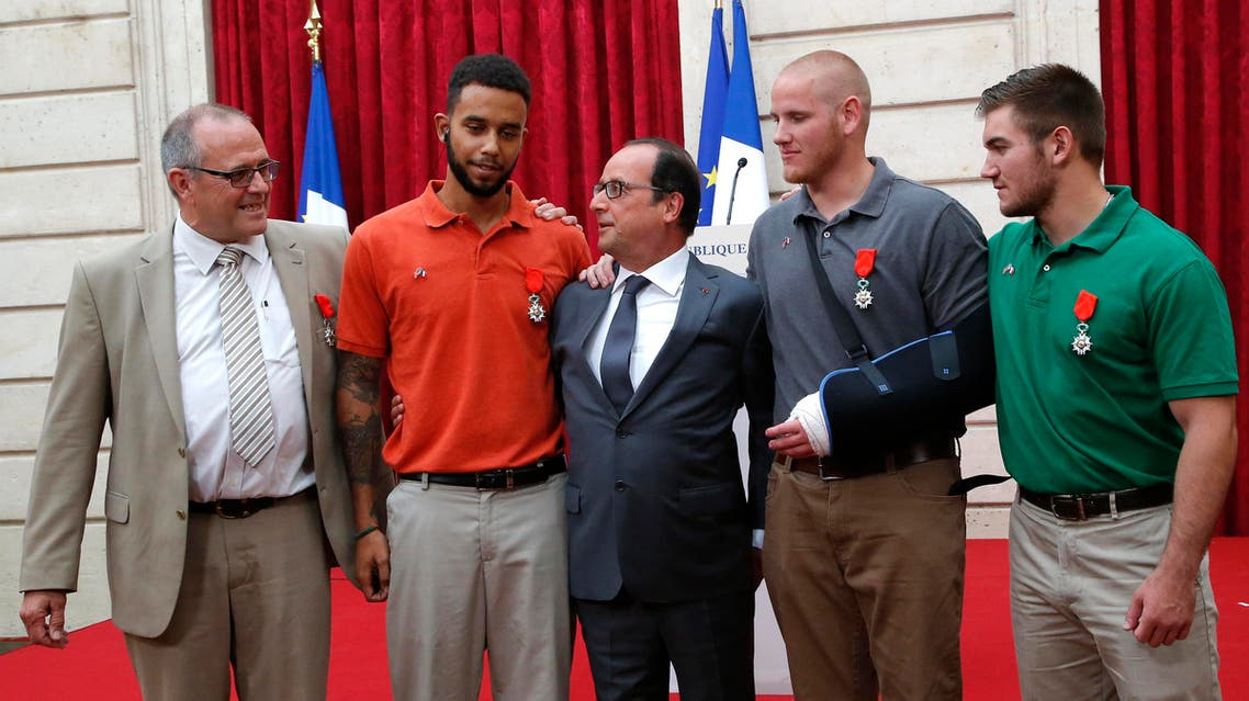 French President Francois Hollande (C) poses with British businessman Chris Norman (L), U.S. student Anthony Sadler (2ndL), U.S. Airman First Class Spencer Stone (2ndR) and U.S. National Guardsman Alek Skarlatos (R) during a ceremony at the Elysee Palace in Paris, France, August 24, 2015. Reuters