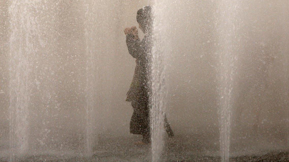 Saudi girls play in a water fountain in Riyadh, Saudi Arabia. (AP)