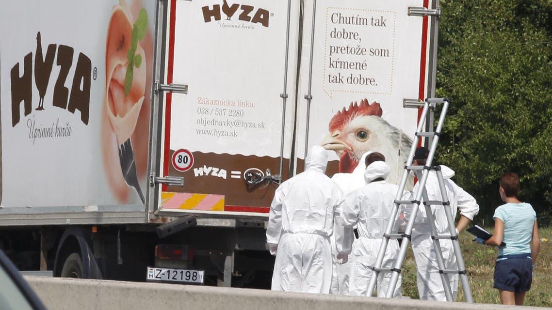 العثور على جثث عدد كبير من اللاجئين داخل شاحنة في النمسا