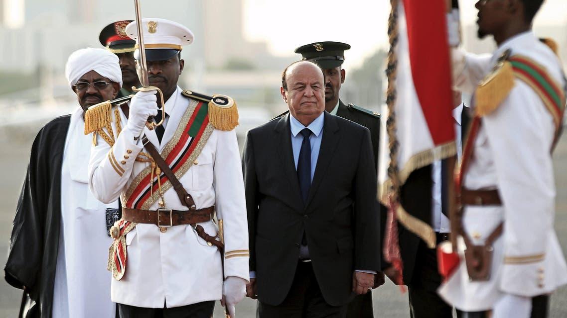 Yemen's President Abd-Rabbu Mansour Hadi (C) inspects the honour guards as Sudan's President Omar Hassan al-Bashir looks on at Khartoum Airport August 29, 2015. Reuters