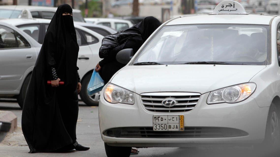 Saudi women board a taxi in Riyadh, Saudi Arabia, Tuesday, May 24, 2011. (File photo: AP)