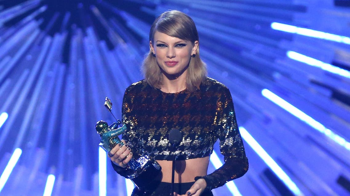 """Taylor Swift accepts the award for female video of the year for """"Blank Space."""" (AP)"""