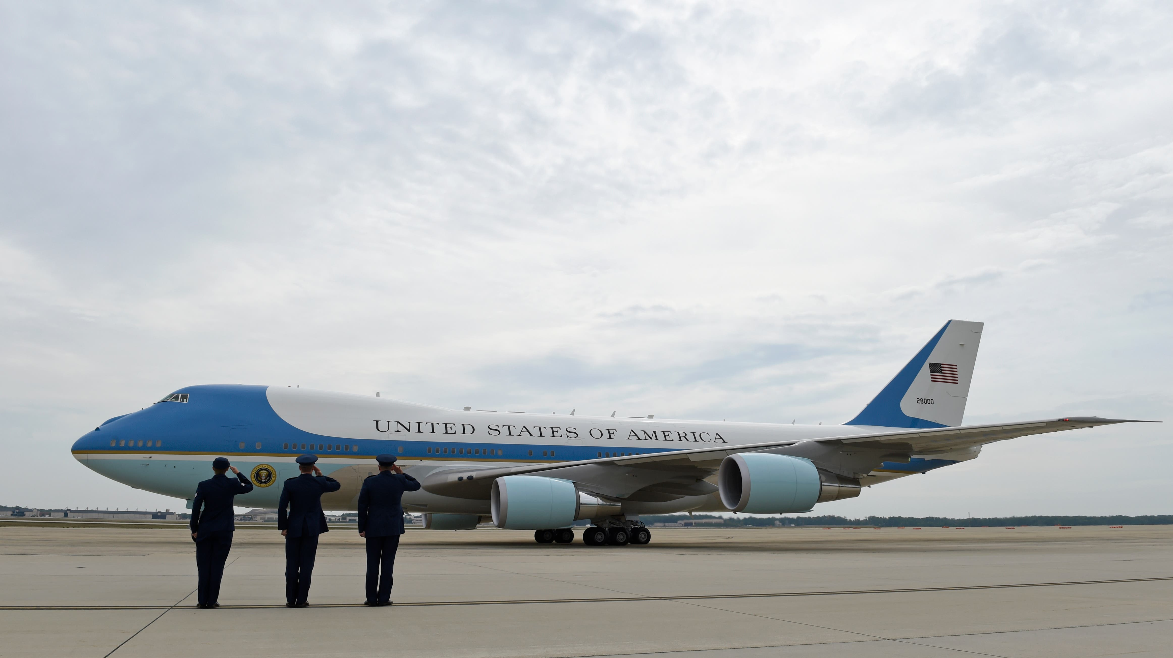 Bye boss Air Force One is saluted as Obama takes off to Alaska (AP)