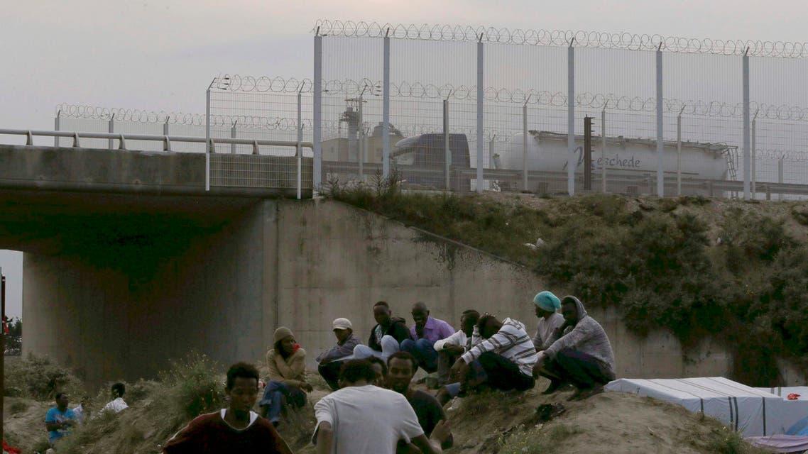مهاجرون في كاليه يسعون للوصول لبريطانيا (أرشيفية)