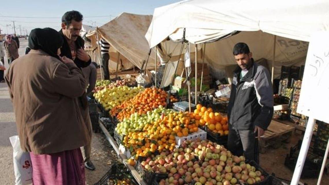 لاجئ سوري يبيع الخضروات في الأردن