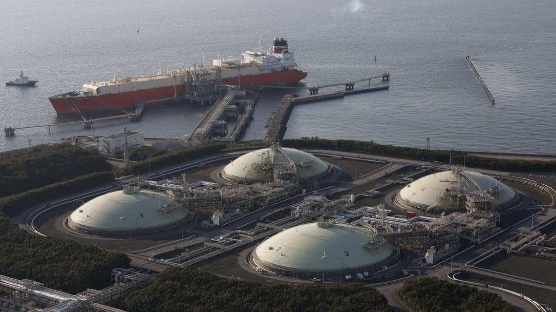 Liquefied natural gas (LNG) storage tanks and a membrane-type tanker are seen at Tokyo Electric Power Co.'s Futtsu Thermal Power Station in Futtsu, east of Tokyo, in this February 20, 2013 file photo. Asian liquefied natural gas (LNG) prices could fall a further 25 percent in coming months as new supply, falling demand and weaker oil prices put it on par with iron ore and coal as the worst performing commodity of recent years. REUTERS/Issei Kato/Files