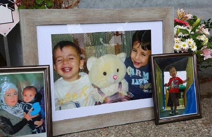 الأم ريحان، وابناها غالب 5 وآلان 3 أعوام، كما وضعت صورهم شقيقة زوجها بمؤتمرها الصحافي الخميس