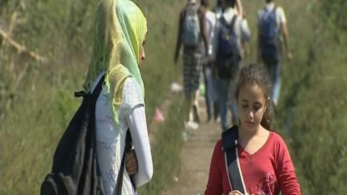 THUMBNAIL_ مهاجرون يبحثون عن خيط أمل على حدود صربيا والمجر