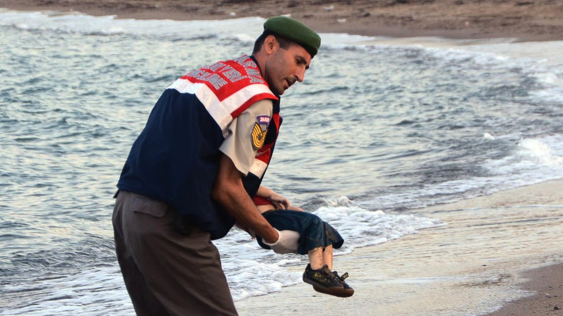 A paramilitary police officer carries the lifeless body of Aylan Kurdi, 3, after a number of migrants died after their boats capsized, near the Turkish resort of Bodrum (AP)