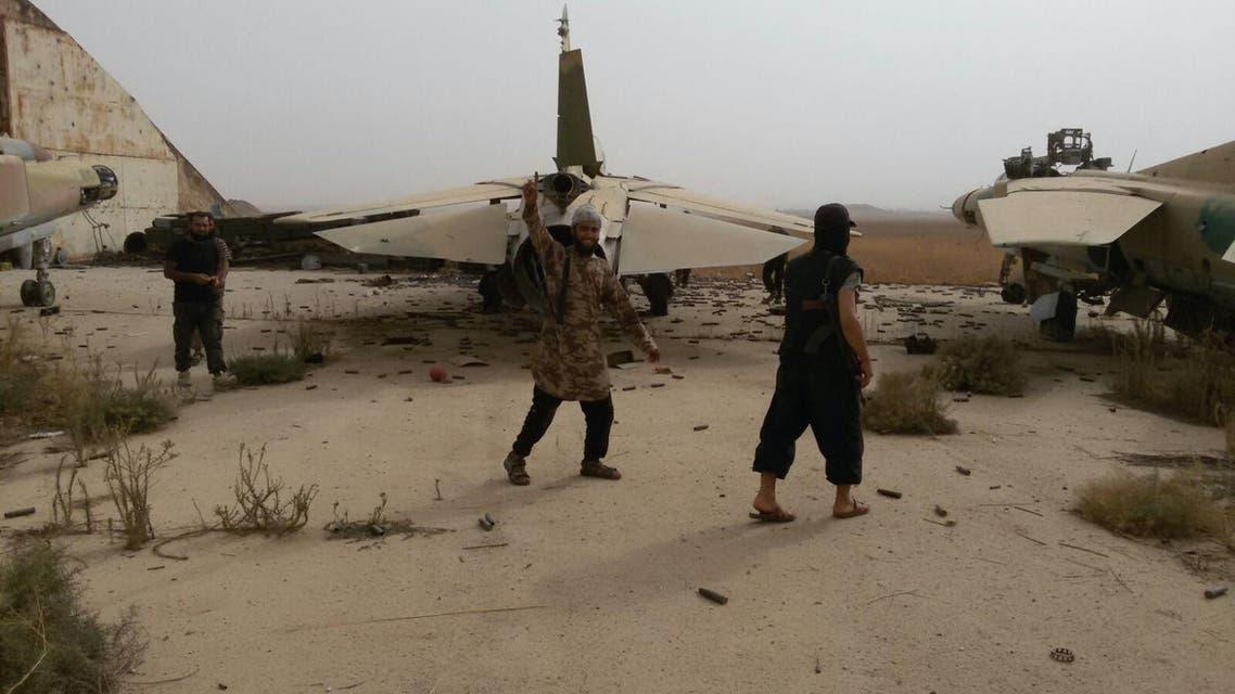 مقاتلو المعارضة في مطار أبوالظهور