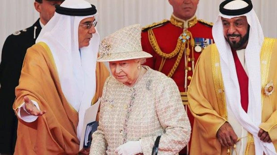 Britain's Queen Elizabeth II (C) welcomes the President of the United Arab Emirates, His Highness Shaikh Khalifa bin Zayed Al Nahyan (R) during a Ceremonial Welcome in the town of Windsor, west of London, on April 30, 2013. (AFP)