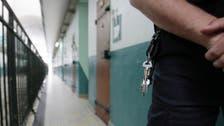 فرنسا.. معتقل خطير يحتجز مسؤول سجن رهينة