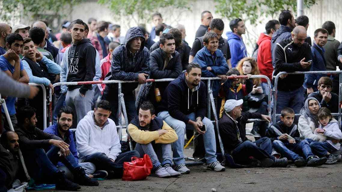 Migrants and refugees gather in front of the reception center for refugees and asylum seekers as they wait for registration in Berlin, Friday, Sept. 4. (File photo: AP)