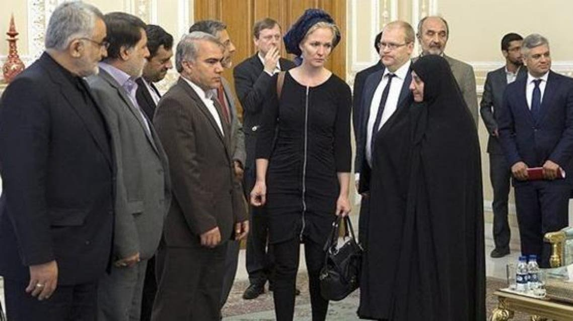 مندوبة البرلمان الهولندي ماريتشه اسخاكه في زيارة لإيران في يونيو الماضي