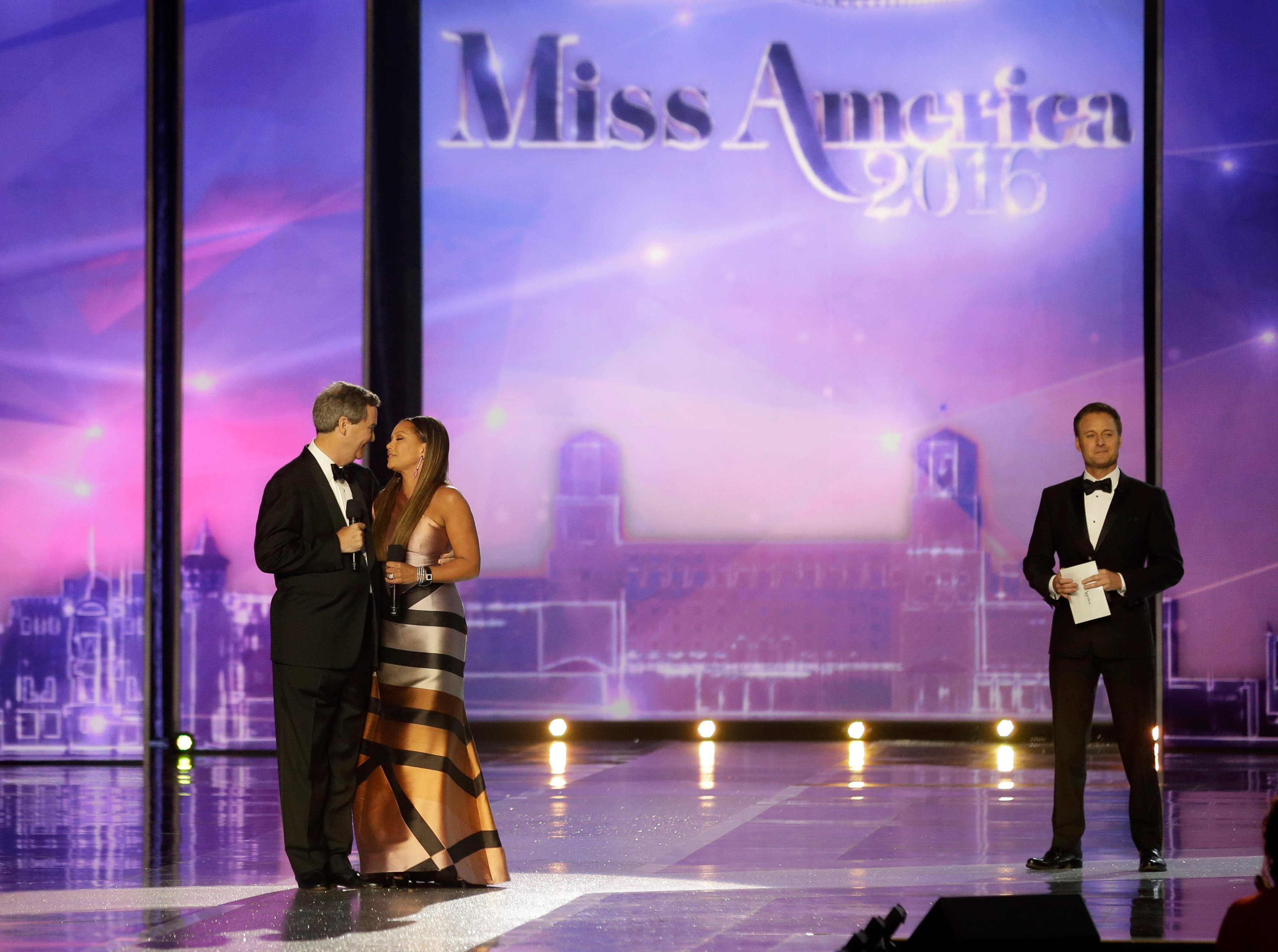 As host Chris Harrison, right, listens, Miss America's Chairman and CEO Sam Haskell III apologizes to former singer and actress Vanessa Williams, who gave up resigned her title, during the 2016 Miss America pageant, Sunday, Sept. 13, 2015, in Atlantic City
