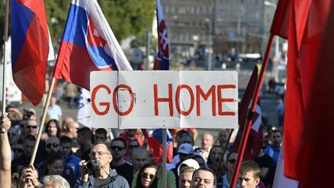ورفعوا في سلوفينيا شعارات تدعو الطالبين اللجوء الى العودة لبلادهم