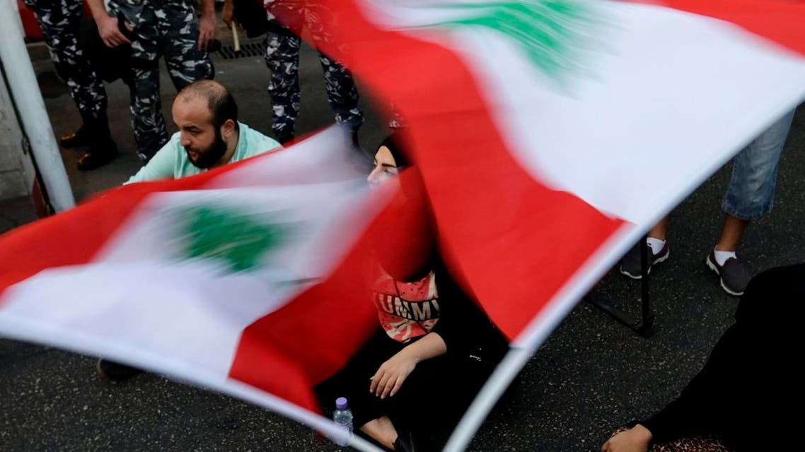 Lebanese activists wave national flags and shout slogans outside the interior ministry during a sit-in demanding the release of two protesters who were arrested on Sept. 3. (File photo: AP)