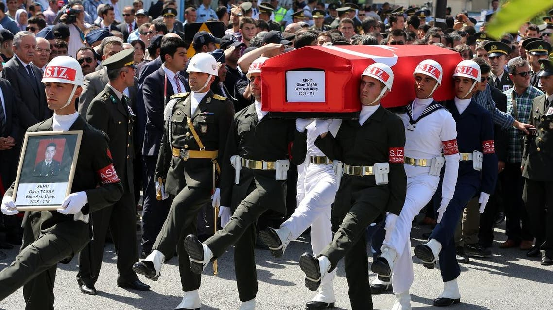 Turkish soldiers carry the coffin of Okan Tasan, a Turkish army officer killed in a Kurdish rebel attack, during a funeral ceremony at the Kocatepe Mosque in Ankara on Sept. 10. (File photo: AP)
