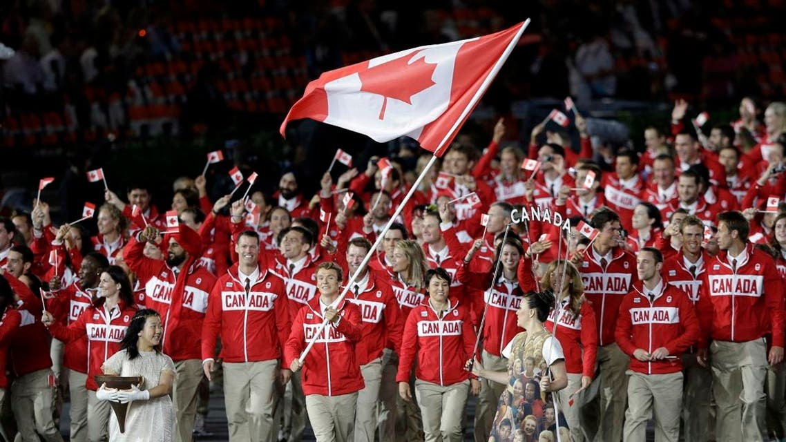 Canada's Simon Whitfield carries the national flag during the Opening Ceremony at the 2012 Summer Olympics. (File photo: AP)