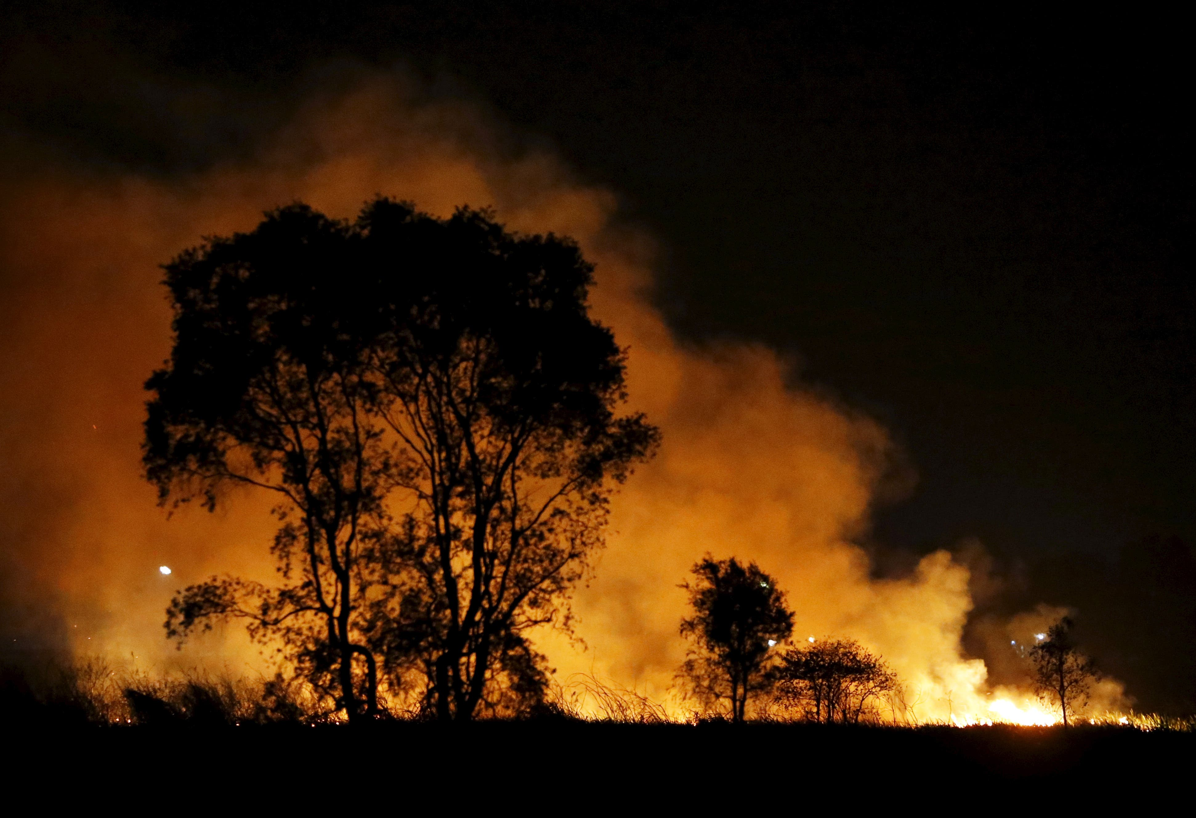 Sumatra fires spread haze in Indonesia