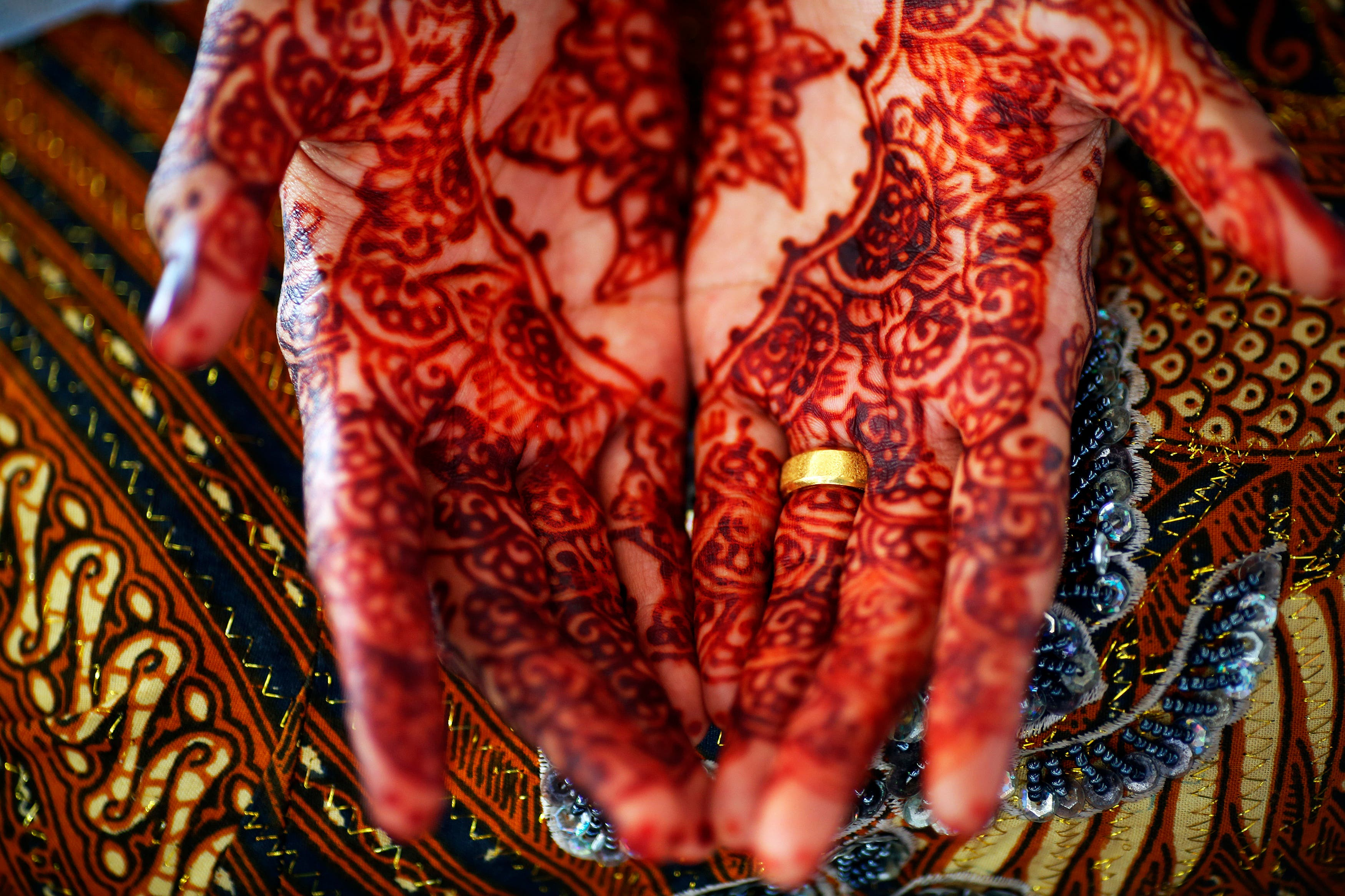 Henna Party Gifts : From henna to honeymoon wedding traditions in the middle east