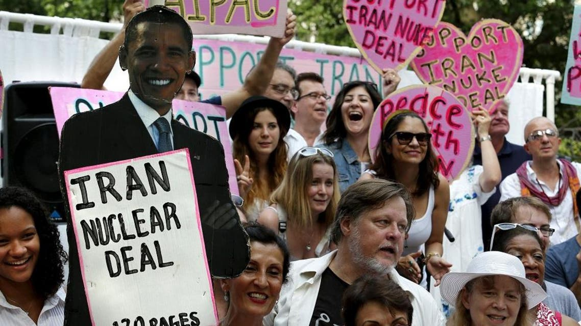 Anti-war activists rally outside the White House in Washington in support of the Iran nuclear deal August 30. REUTERS)