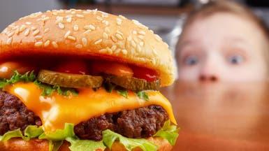 الوجبات السريعة تهدد صحة 12 مليون طفل وشاب أميركي