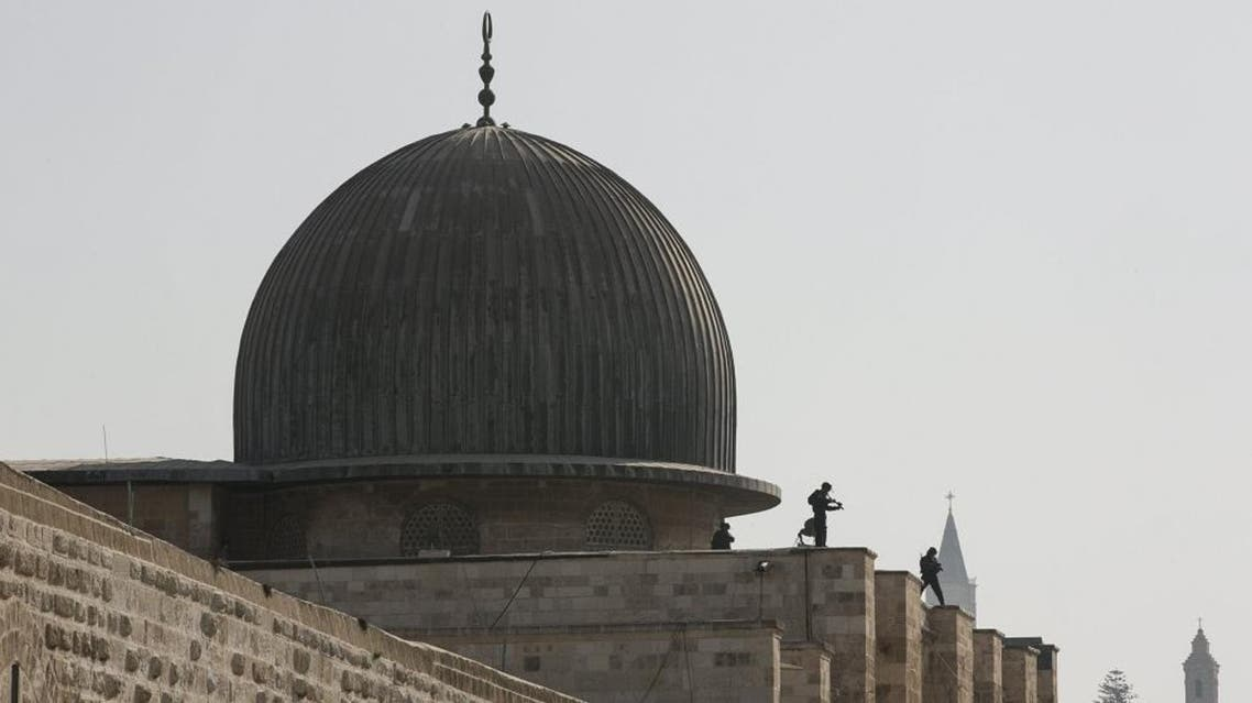 Israeli police officers take positions on the roof of the Al-Aqsa mosque during clashes with Palestinians in Jerusalem's Old City. (File: Reuters)