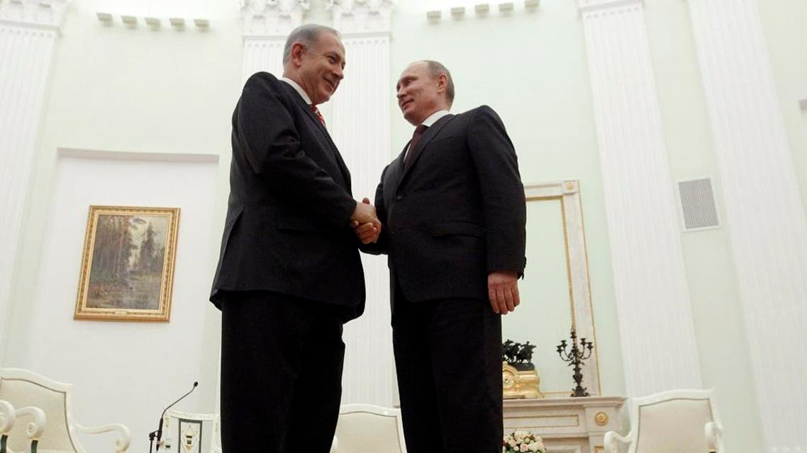 Russian President Vladimir Putin, right, shakes hands with Israeli Prime Minister Benjamin Netanyahu during their meeting in the Kremlin in Moscow, Russia, Wednesday, Nov. 20, 2013. (AP)