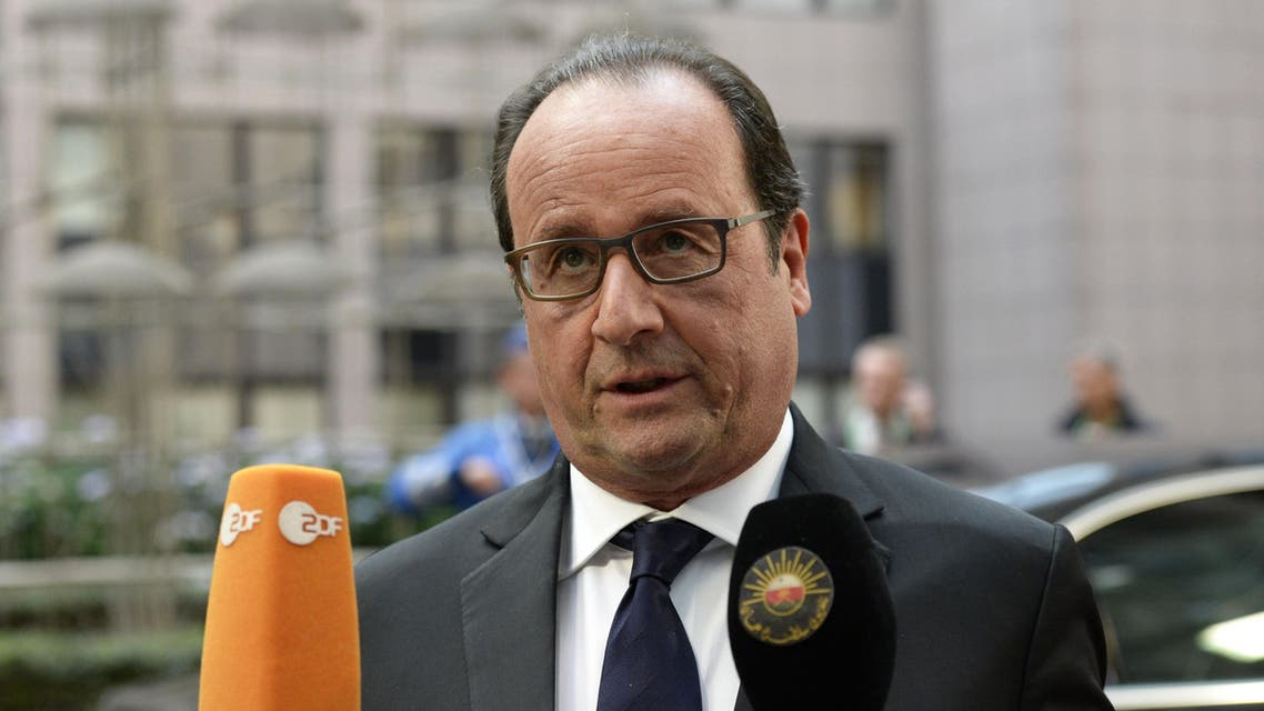 2100 - Brussels, -, BELGIUM : France's President Francois Hollande answers journalists' questions as he arrives to attend an European Union (EU) emergency summit on the migration crisis with a focus on strengthening external borders, at the EU Headquarters in Brussels, on September 23, 2015, a day after interior ministers agreed a deal on refugee relocation quotas. AFP PHOTO / THIERRY CHARLIER