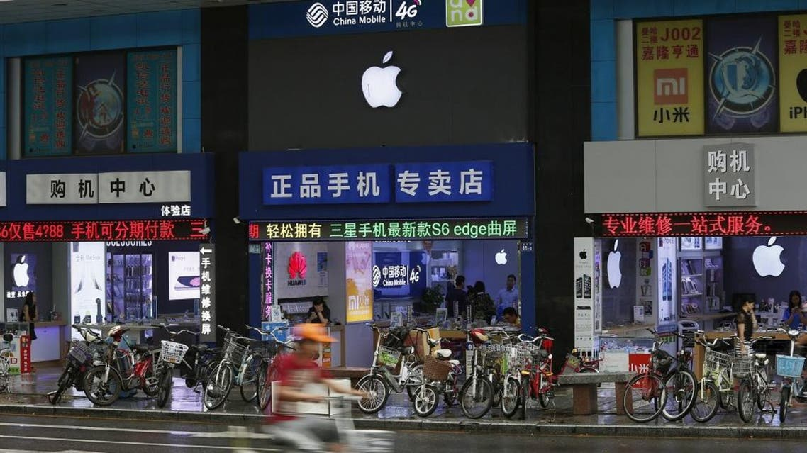 Apple logos are seen in stores in Shenzhen September 21, 2015. reuters