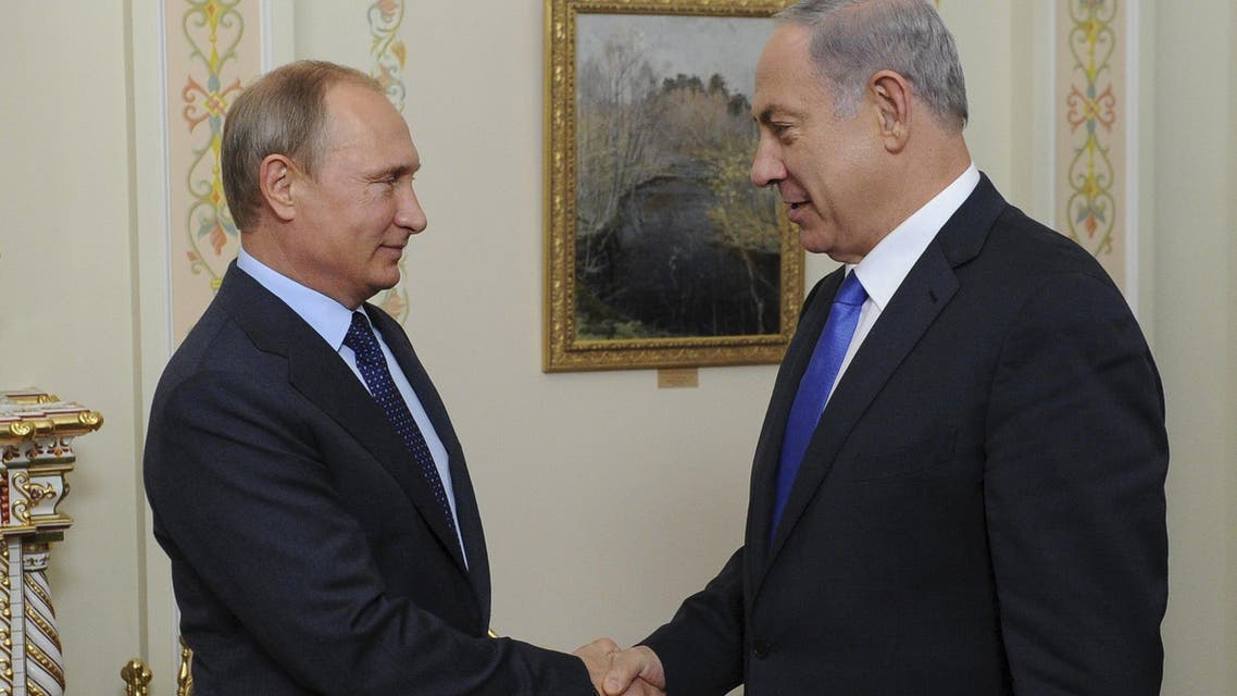 Russian President Vladimir Putin (L) and Israeli Prime Minister Benjamin Netanyahu shake hands during their meeting at the Novo-Ogaryovo state residence outside Moscow, Russia, September 21, 2015. (Reuters)