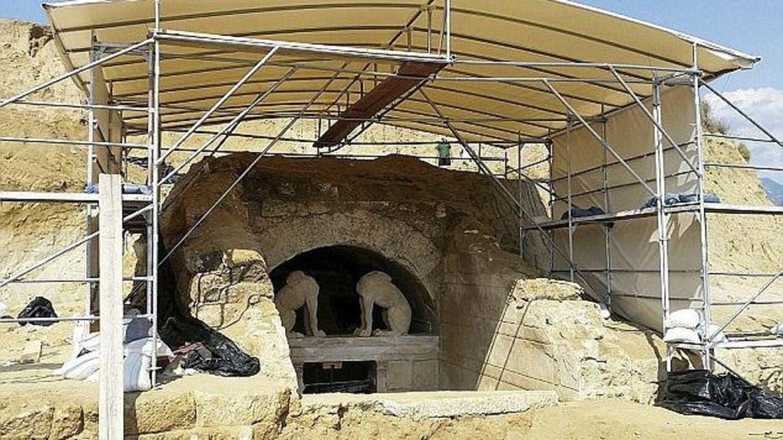اكتشاف مدافن تاريخية غامضة شمال اليونان