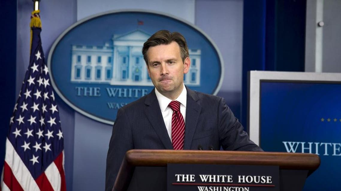 White House spokesman Josh Earnest speaks to reporters from the briefing room of the White House in Washington October 1, 2015. REUTERS